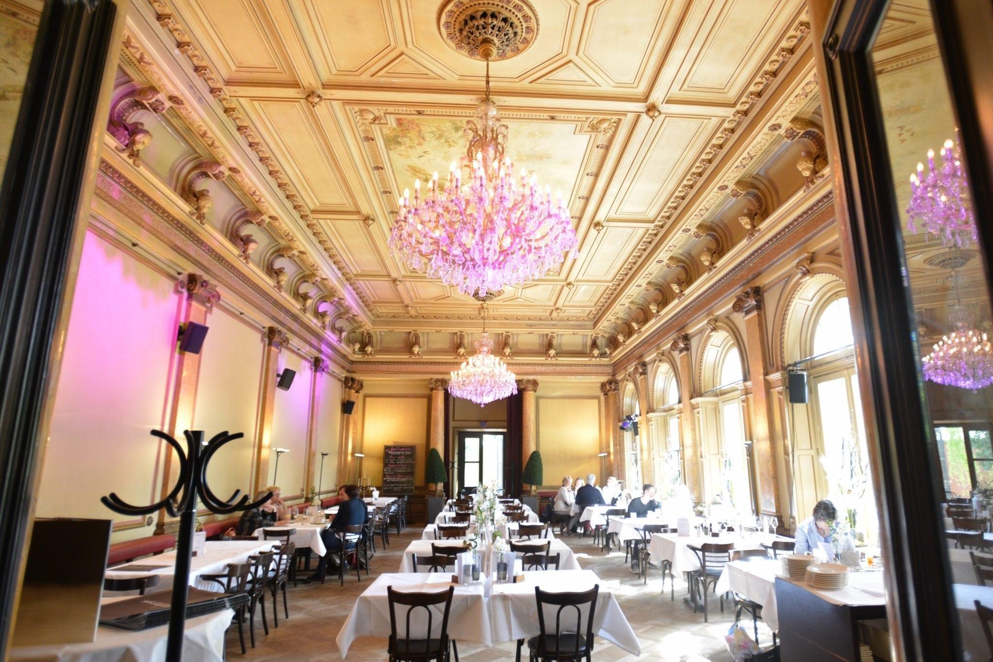 Großer Saal. Das Literaturhauscafe an der Alster ein schöner Ort für Veranstaltungen, Event, Sonntagsbrunch, Cafe, Lesungen