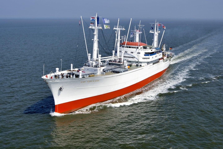 Die Cap San Diego in Fahrt vor Cuxhaven (Foto Hero Lang)
