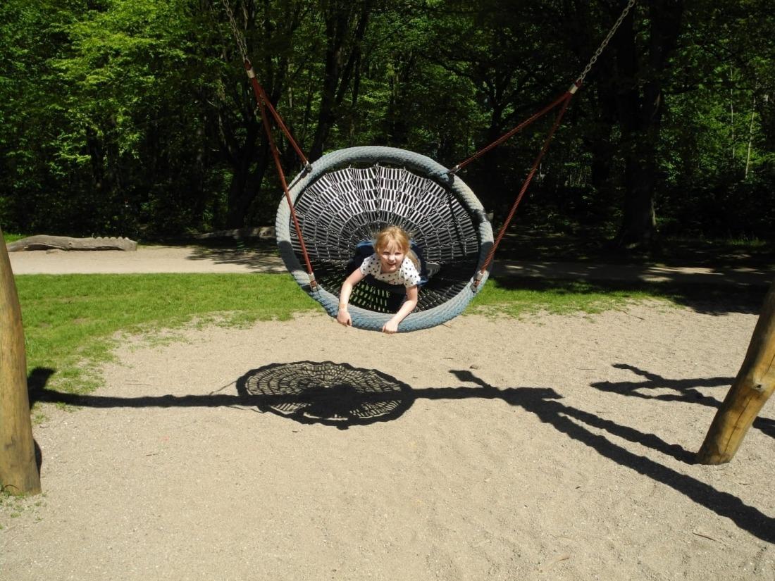 Waldspielplatz, Familienausflug, Kinderparadies