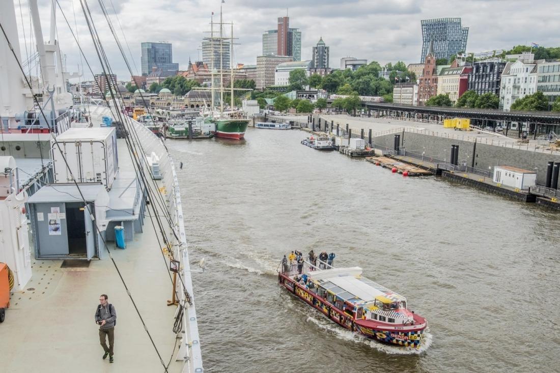 10 Dinge: Kunstbarkasse Gerda auf Hafenrundfahrt