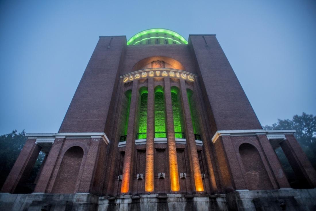 Planetarium: Beleuchtete Ansicht
