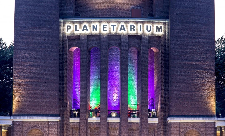 kostenfreies Stadtparkerlebnis, die Klangwolke im und um das Planetarium