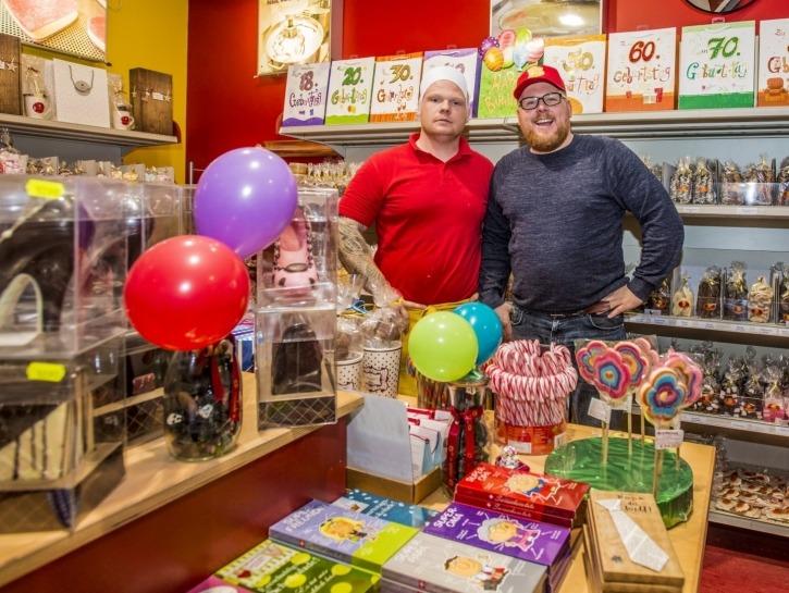 Christopher und Bastian Bierbaum machen DEN Hamburger Speck, in ihrem Outlet-Laden, Bei den Kämpen 9 (Gewerbegebiet), 21220 Ramelsloh.