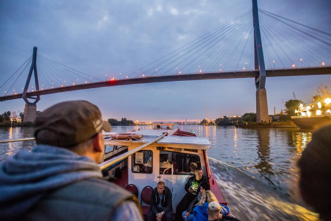 Hamburg ist erleuchtet: Lichterfahrt auf der Elbe
