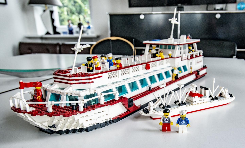 Na LEGO: Die Commodore, ein Fahrgastschiff von Barkassen Meyer und die Cap San Diago als Mini Moc. Piet und die NEUE Figur der FloatingBricks sind auf dem Weg zu den Modellbautagen im Internationalen Museum