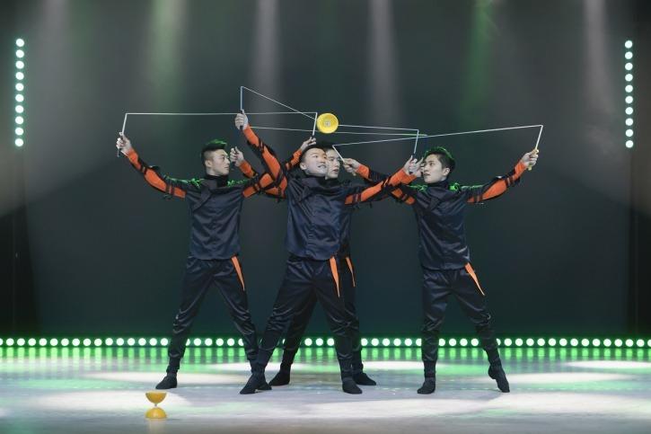 Feuerwerk der Turnkunst: Diabolo-Walkers aus Taiwan.