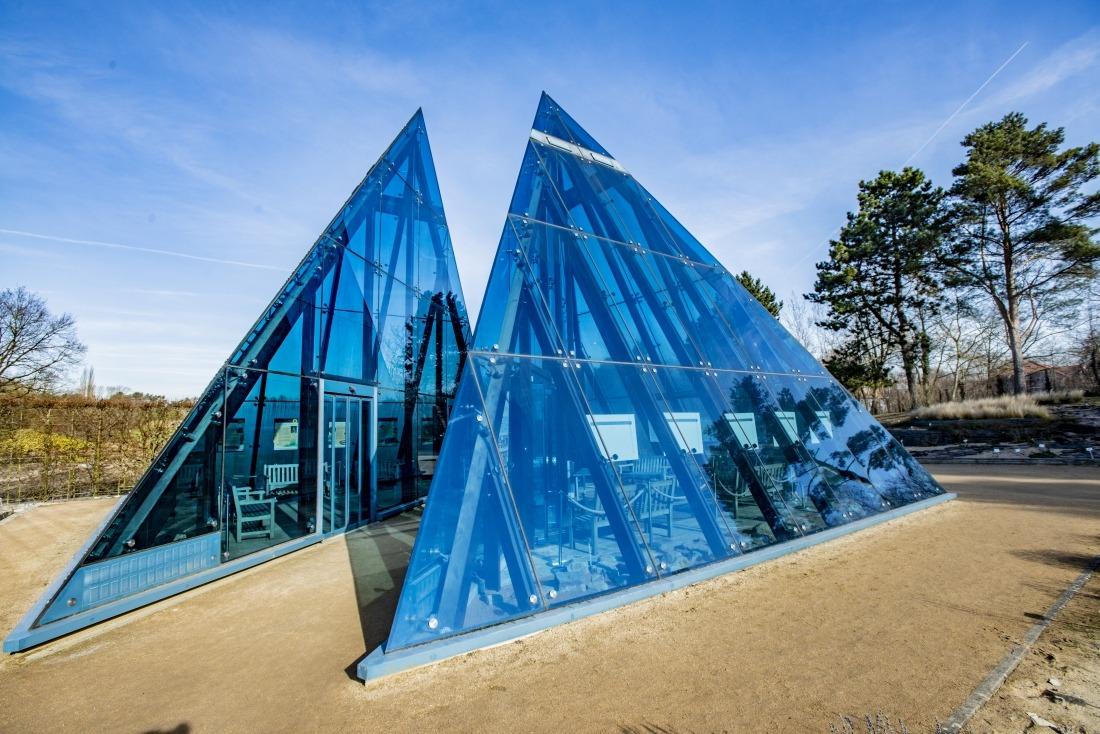 Fünf Tipps: Glaspyramiden im Loki-Schmidt-Garten