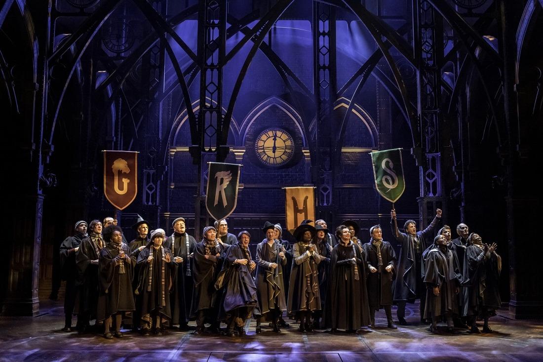 Die Magie beginnt: Schüler von Hogwarts auf der Bühne