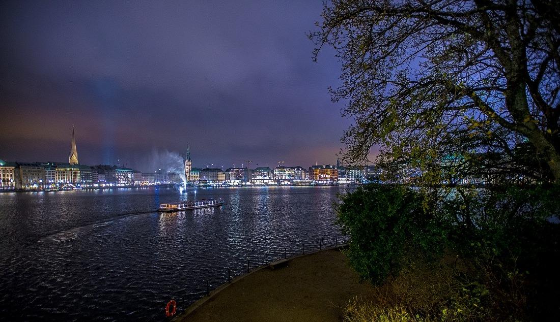 Hamburg ist erleuchtet: die Binnenalster