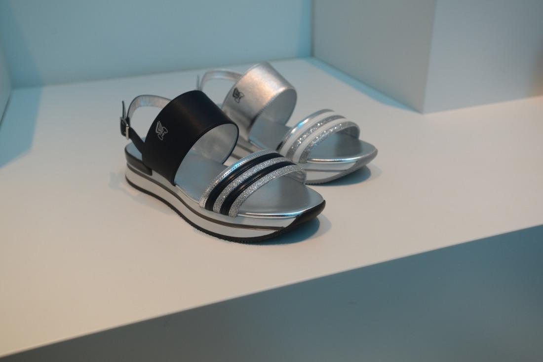 Magari: Sandalen mit Glitzer