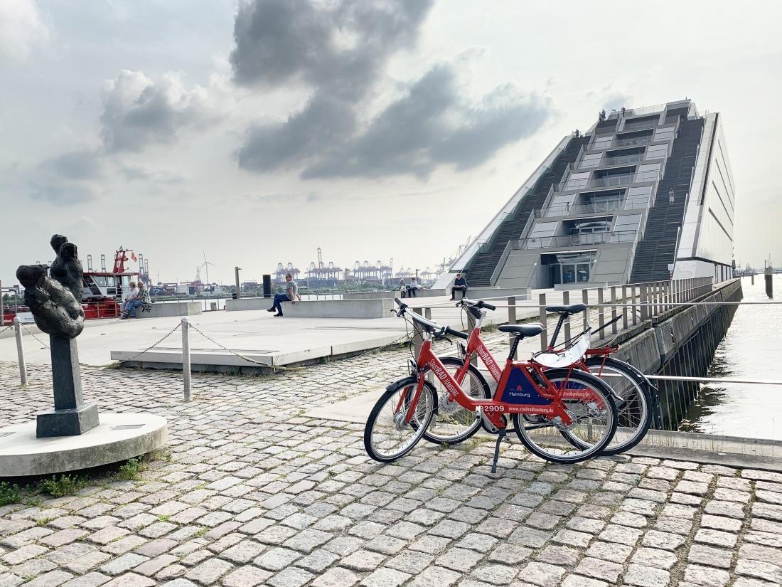 zum Tag des Fahrrads: Räder vorm Dockland