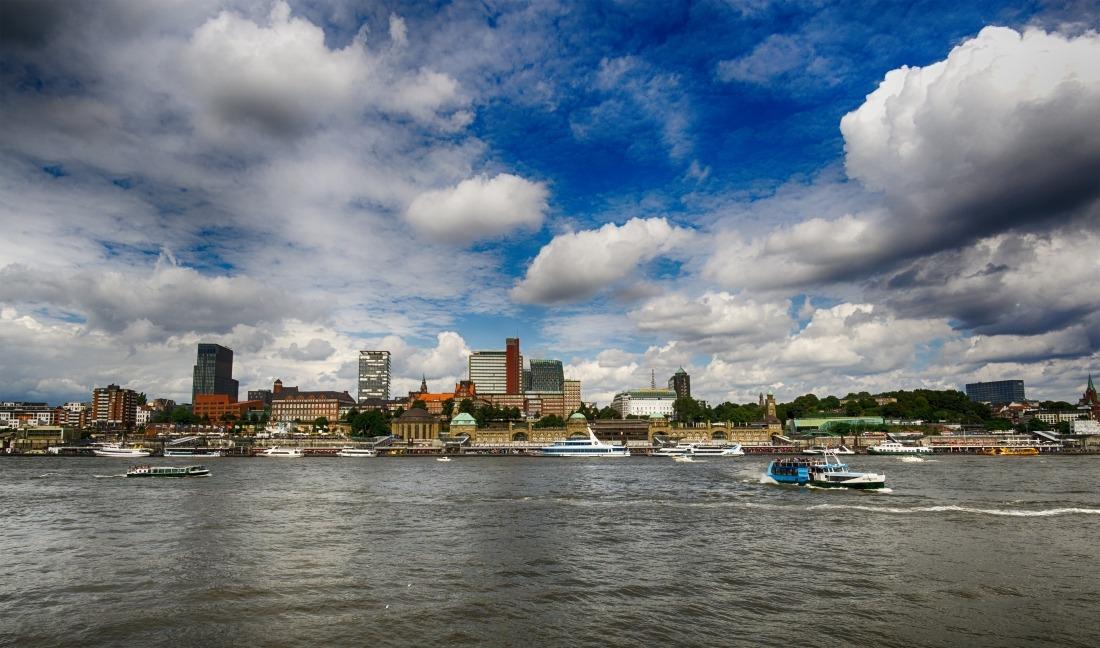 Hallo Wochenende: Blick auf die Elbe