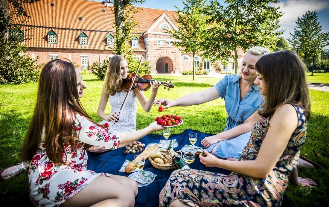 Festivals: junge Musikerin in Schleswig-Holstein