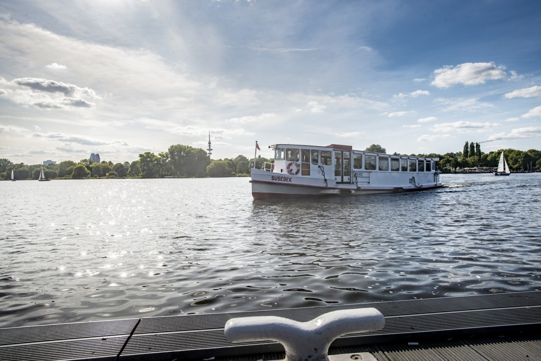 Tea Time: Schiff der Alster-Touristik