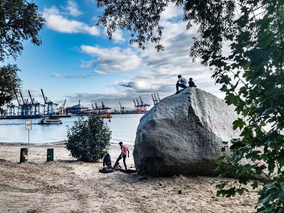 Zum Tag des Fahrrads: Övelgönne mit dem Findling Alter Schwede