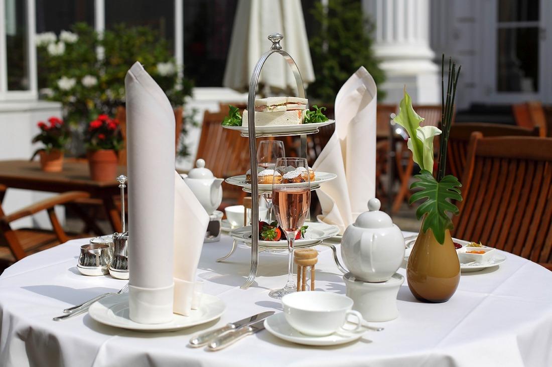 Tea Time: gedeckter Tisch im Atlantic