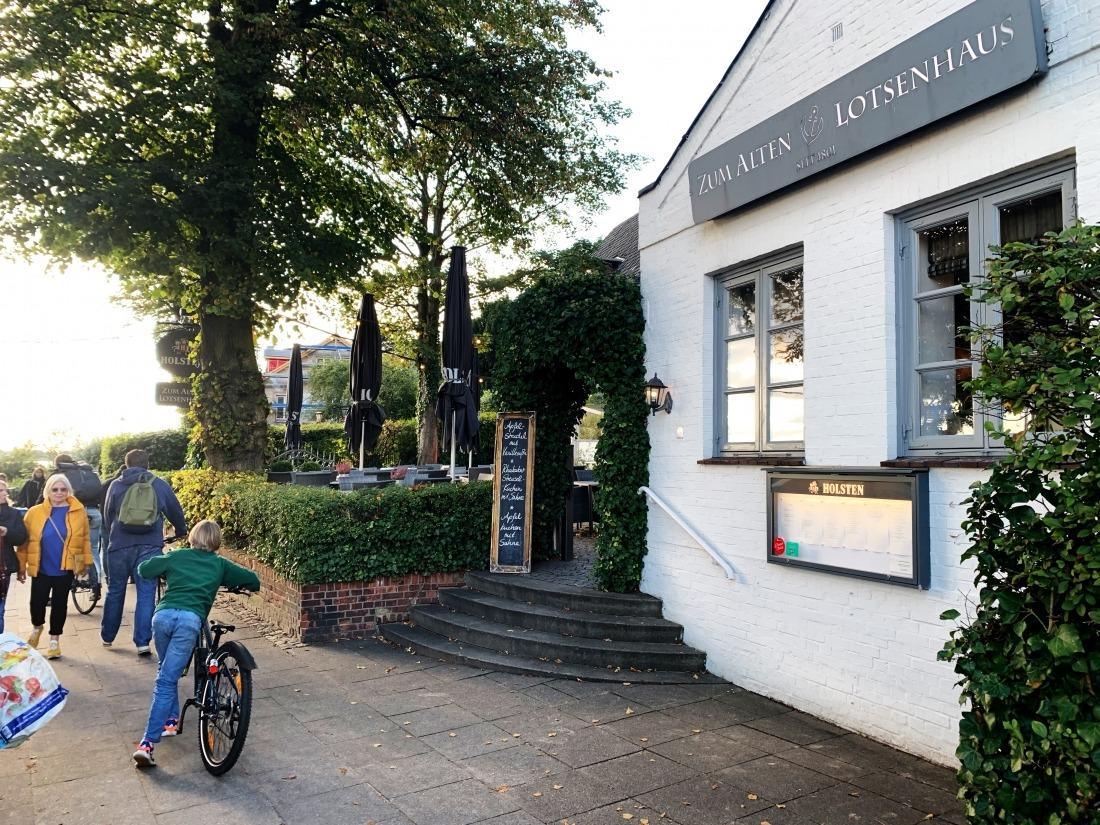 Zum alten Lotsenhaus: Eingang zum Restaurant