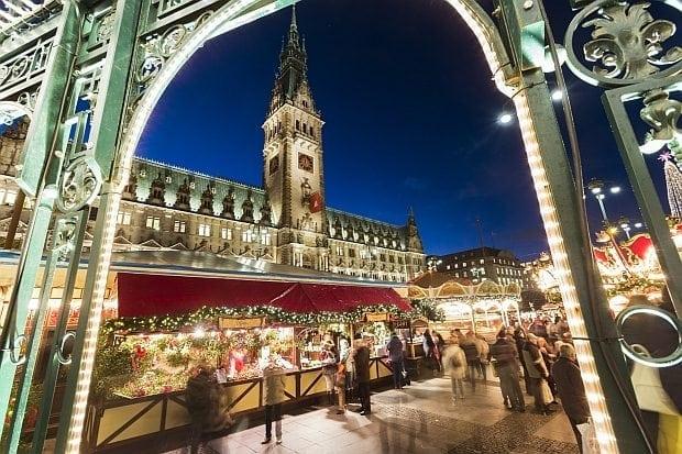 Hamburg im Weihnachtsglanz: Rathaus
