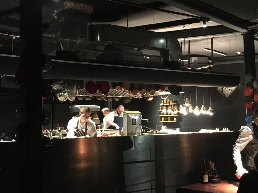 100/200 Kitchen: Blick in die Küche