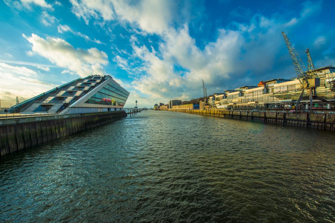Zum Tag des Fahrrads: Dockland und Elbe