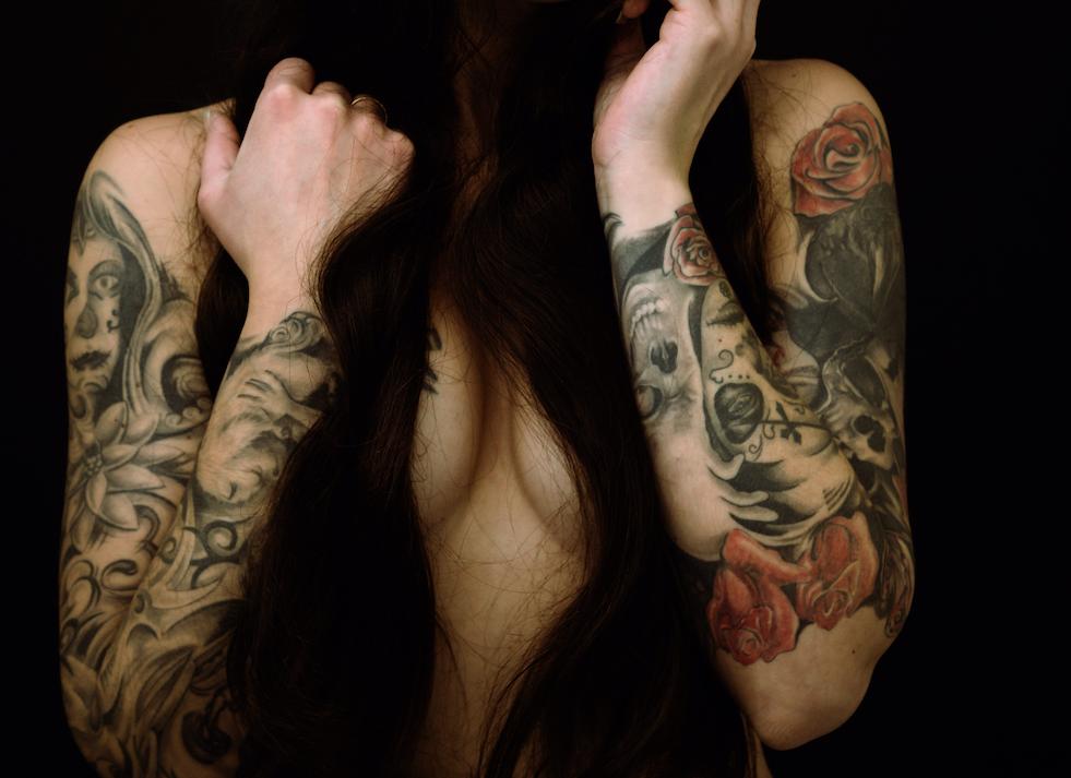 Tattoo-Hauptstadt: Frau mit Tätowierungen