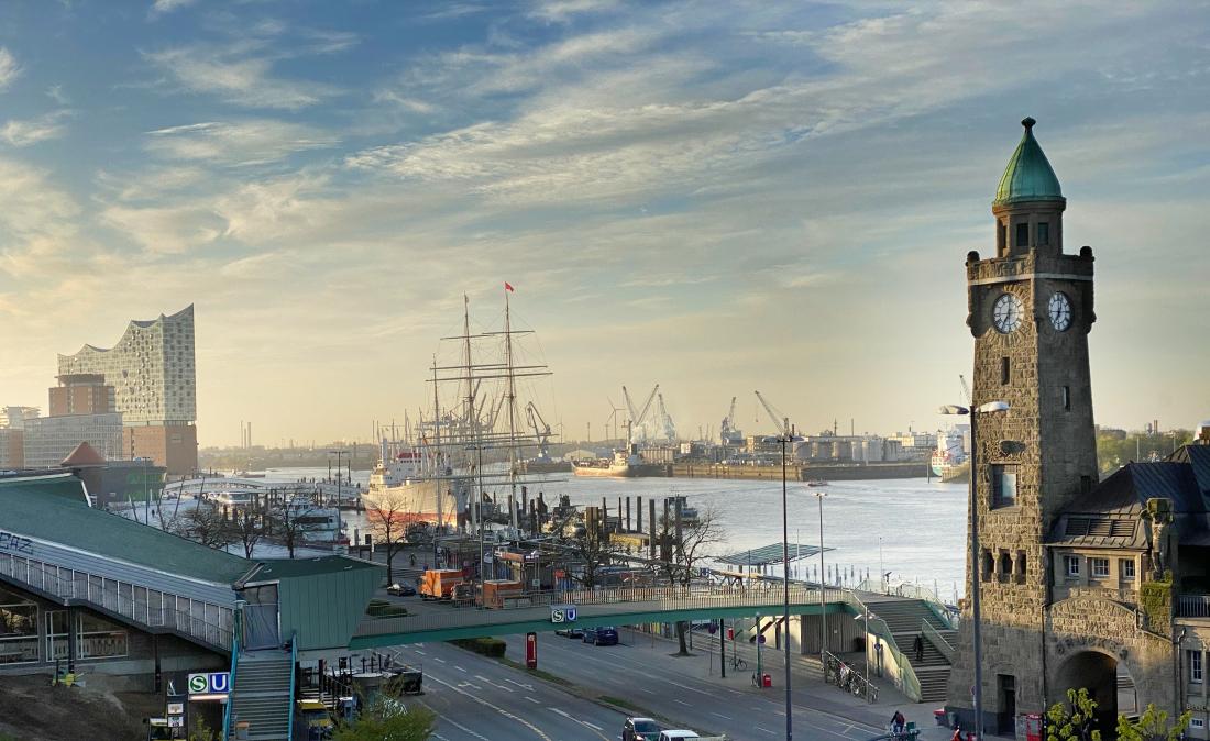 Ein echter Sehnsuchtsort: der Hafen mit den Landungsbrücken