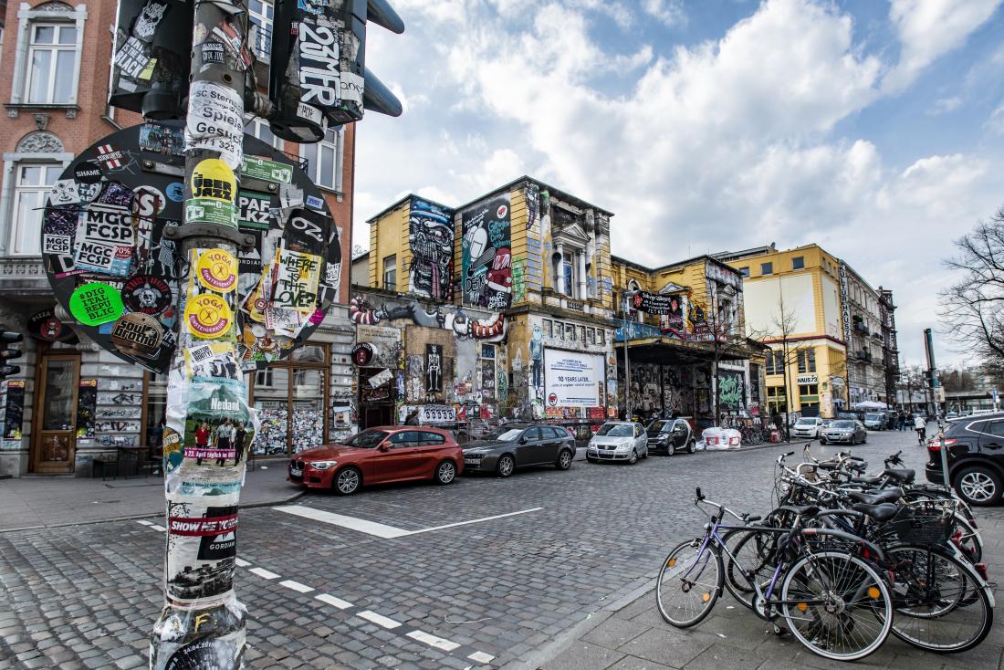Bunter Gegenentwurf zur grauen Architektur: das Schanzenviertel