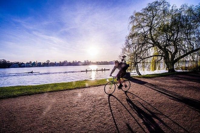Park: Der Alsterpark mit Blick auf die Alster