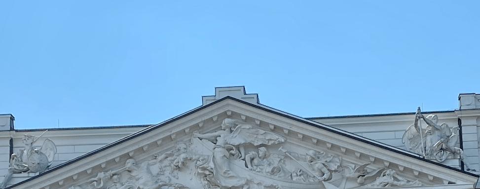 Unterwegs in Altona: das Dachrelief