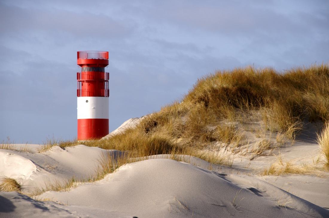 Helgoland: Leuchtturm am Strand