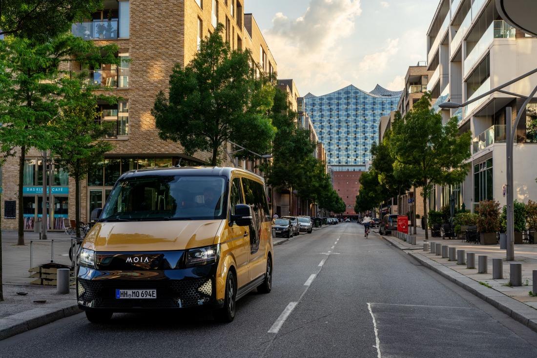 Moia: Fahrzeug vor der Elbphilharmonie