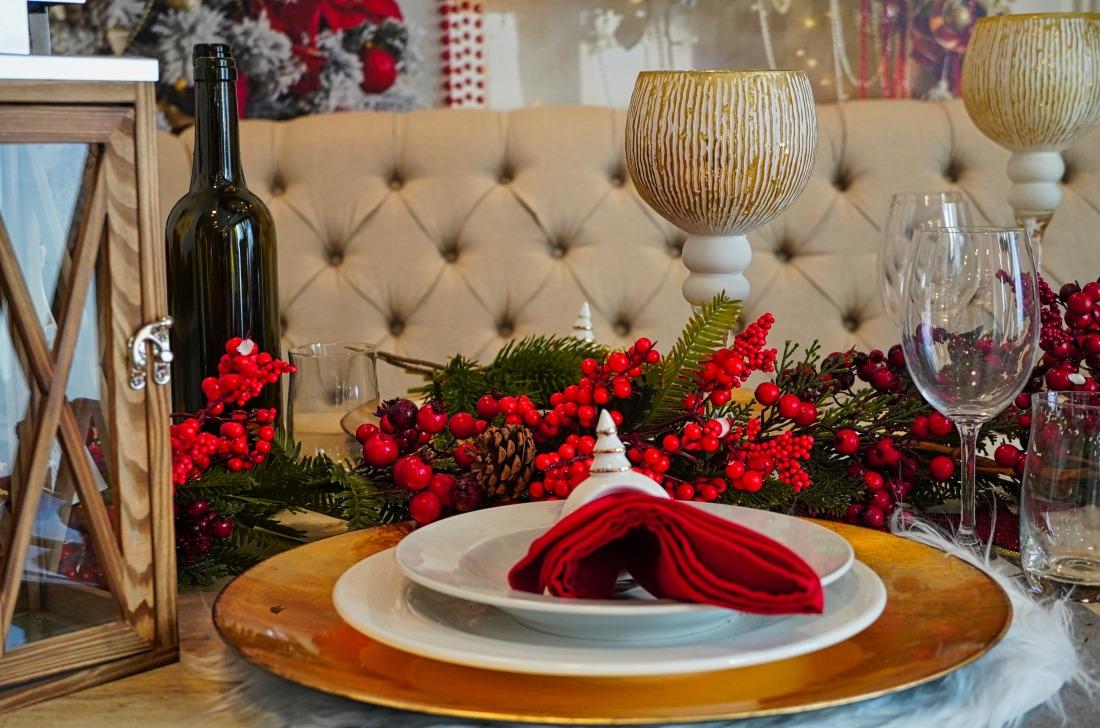 Weihnachts-Menü: festlich gedeckte Tafel