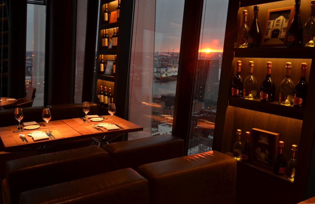 Aussicht: Restaurant Clouds mit Elbblick