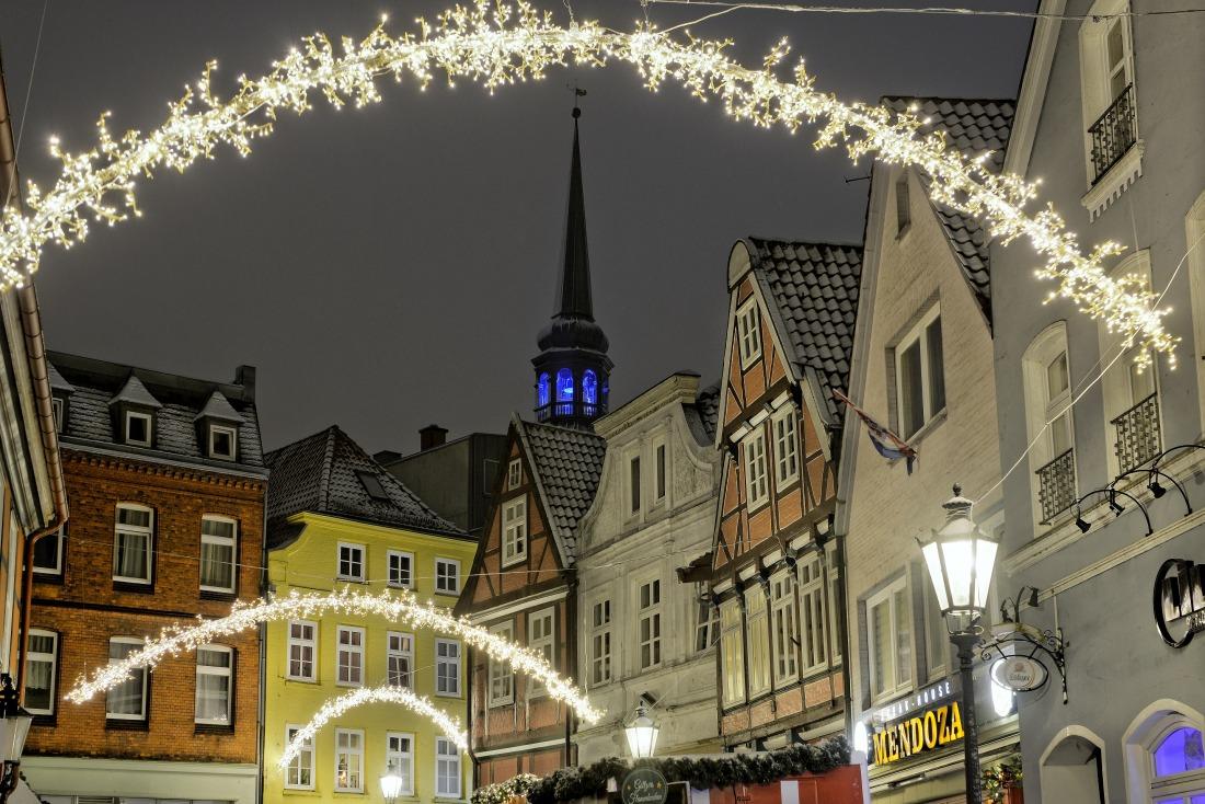 Hansestadt Stade: festlich geschmückte Altstadt