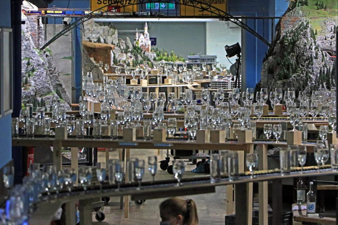 Weltrekord: die endlosen Glas-Reihen
