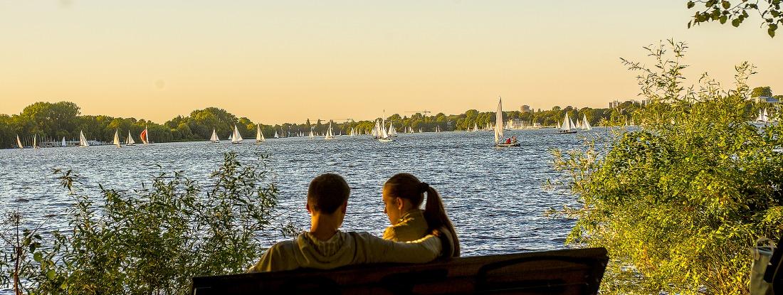 Alster: Blick vom Ufer