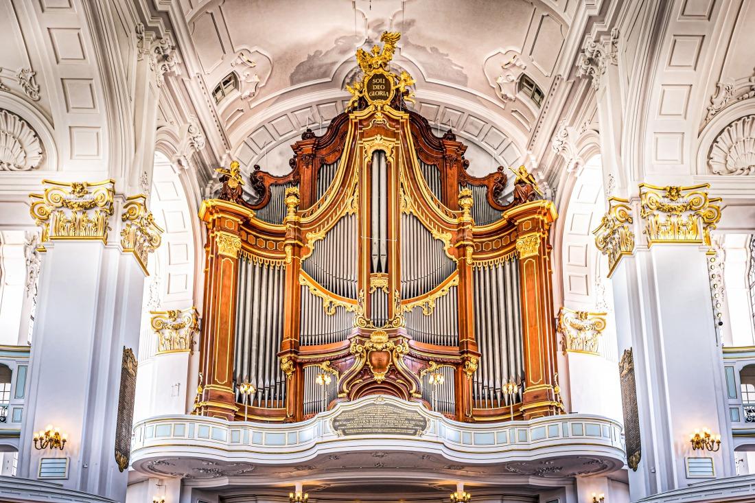 Oktober: die große Orgel im Michel